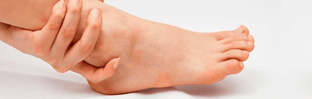 Calambres en los pies, remedios y causas de los espasmos